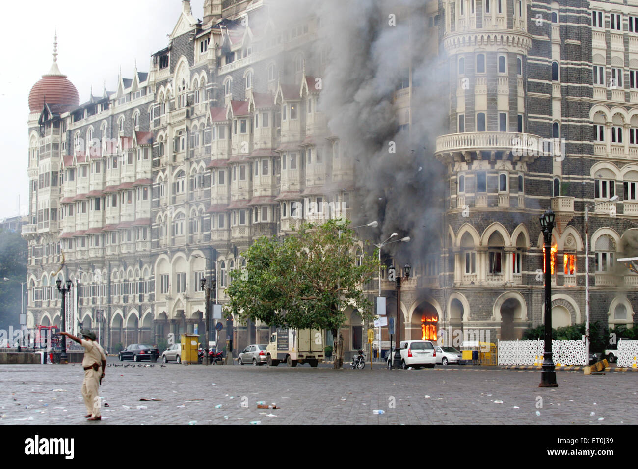 """mumbai taj hotel attack Indian officials have stated that the terrorists set up """"advance control rooms"""" at the taj mahal and trident (oberoi) hotels, and conducted a significant amount of reconnaissance prior to executing the attack."""