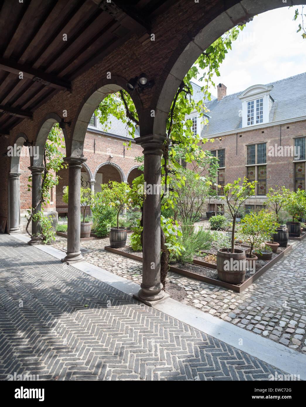 belgium-antwerp-courtyard-of-the-rockox-