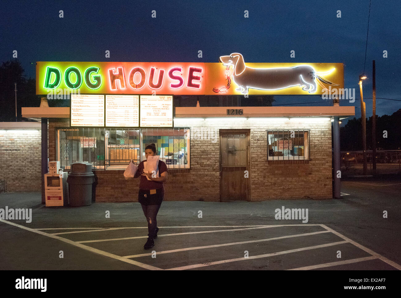 The dog house neon sign on central avenue route 66 in for Dog house albuquerque