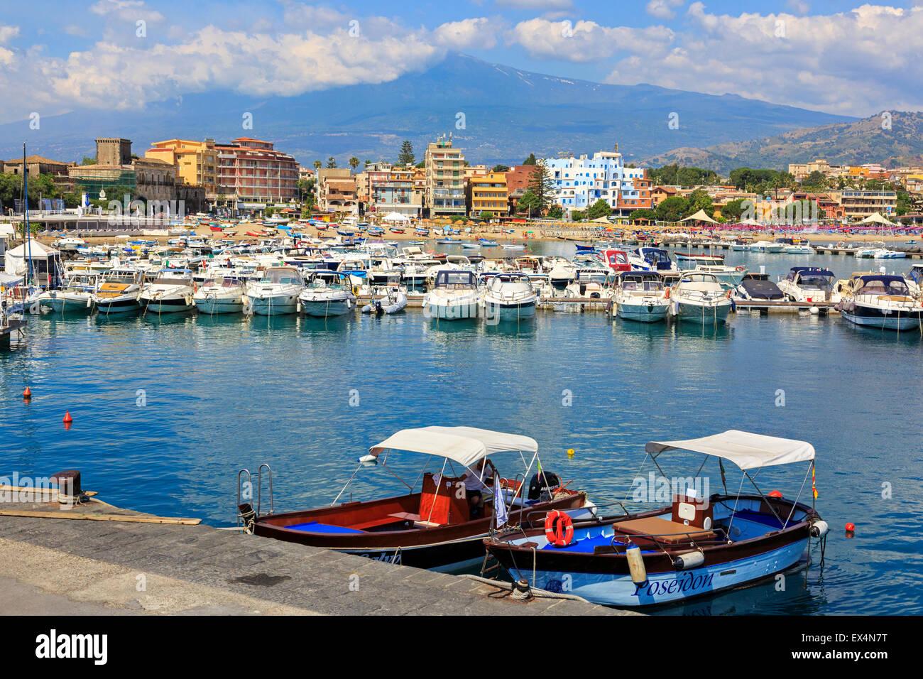 Harbour at giardini naxos sicily with a view to mount for Giardini naxos sicilia
