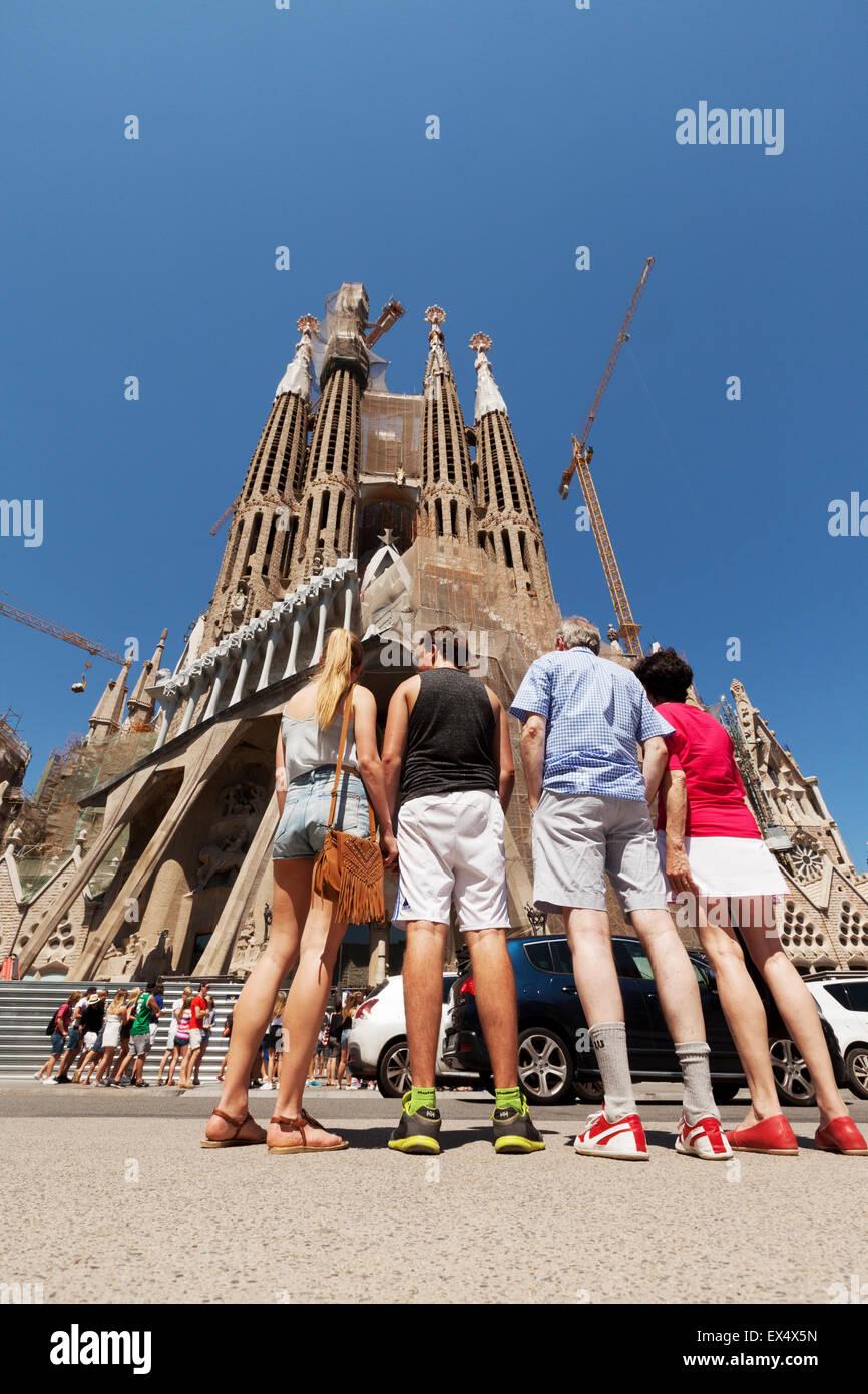 a-tourist-family-at-the-sagrada-familia-