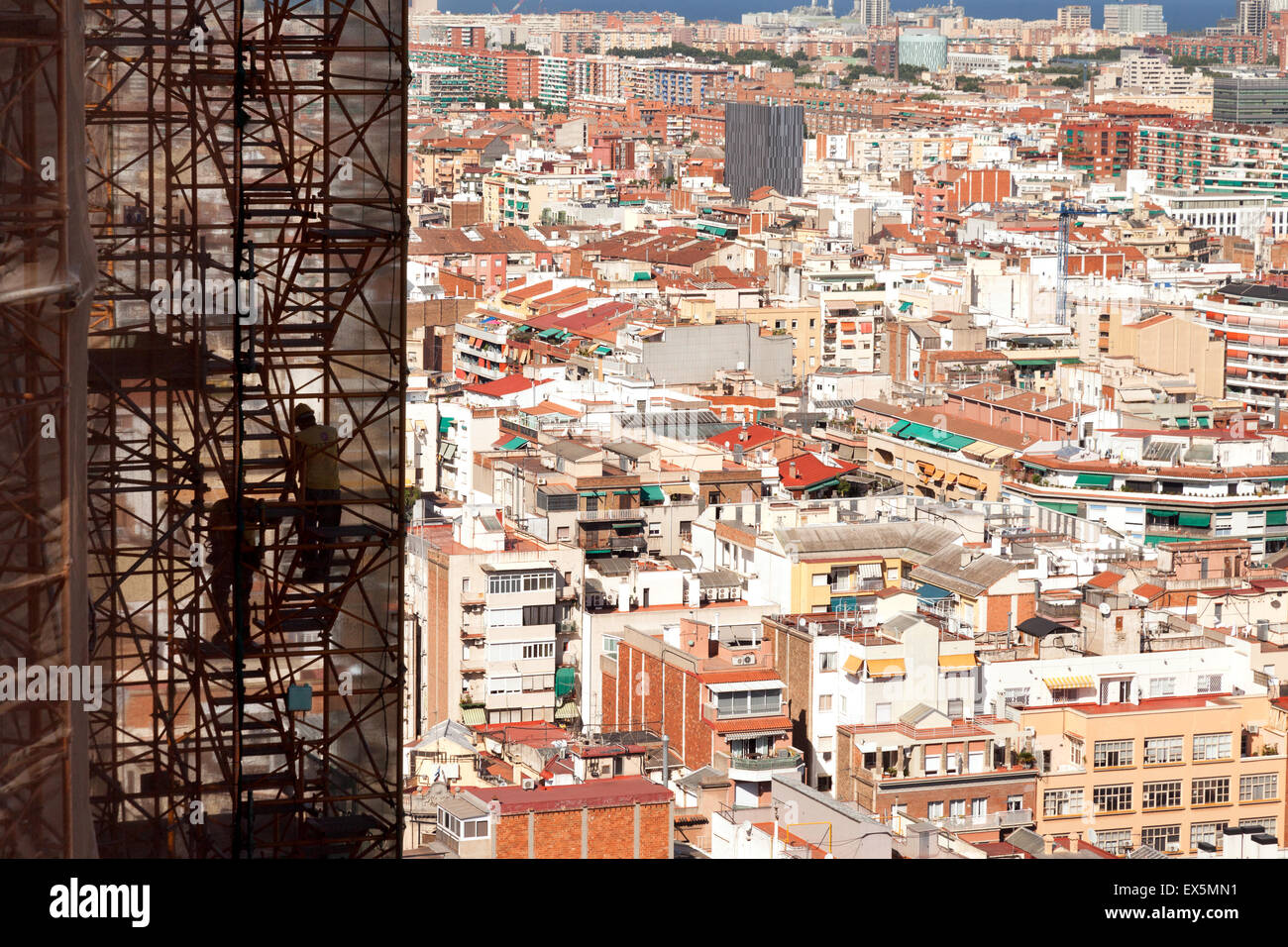 workers-on-the-towers-of-sagrada-familia