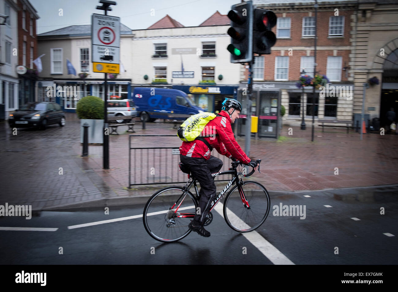 cycling-in-city-of-salisbury-on-a-wet-day-EX7GMK.jpg