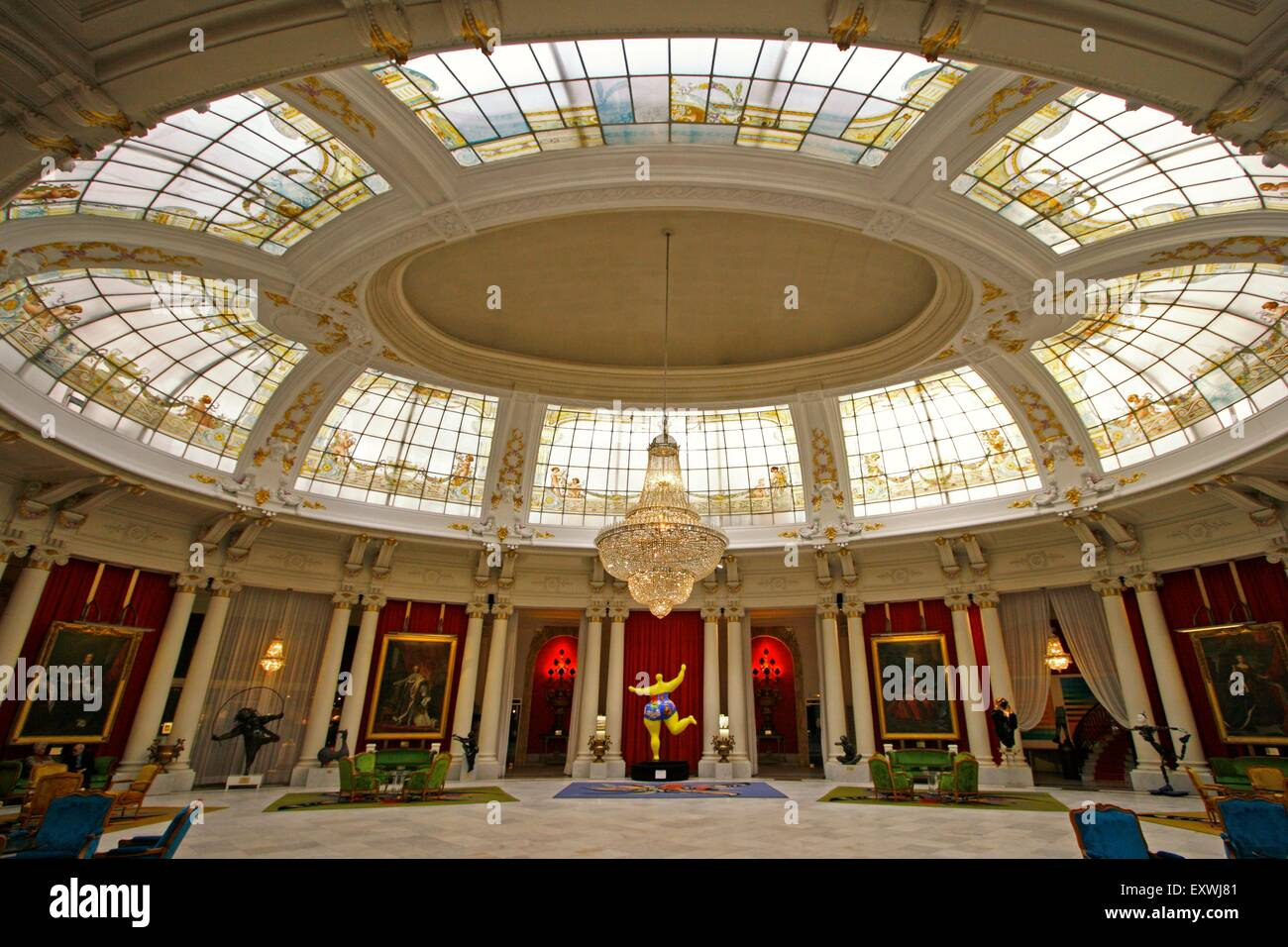 Interior of hotel negresco nice france stock photo for Interieur cours nice