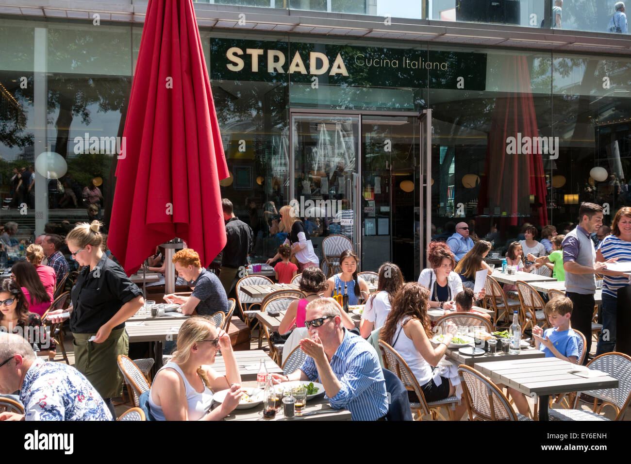 people-eating-and-drinking-at-the-strada