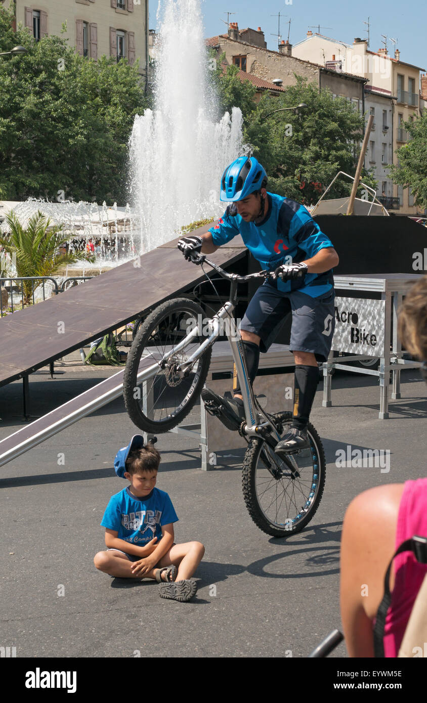 trick-cyclist-knocks-childs-hat-off-with