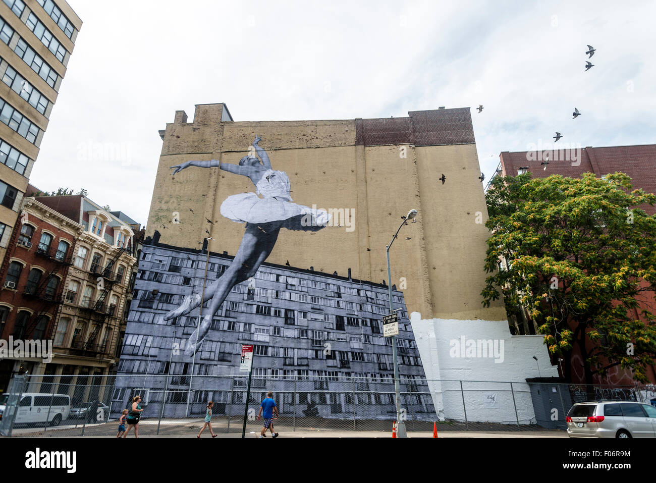 new-york-ny-8-august-2015-mural-by-stree