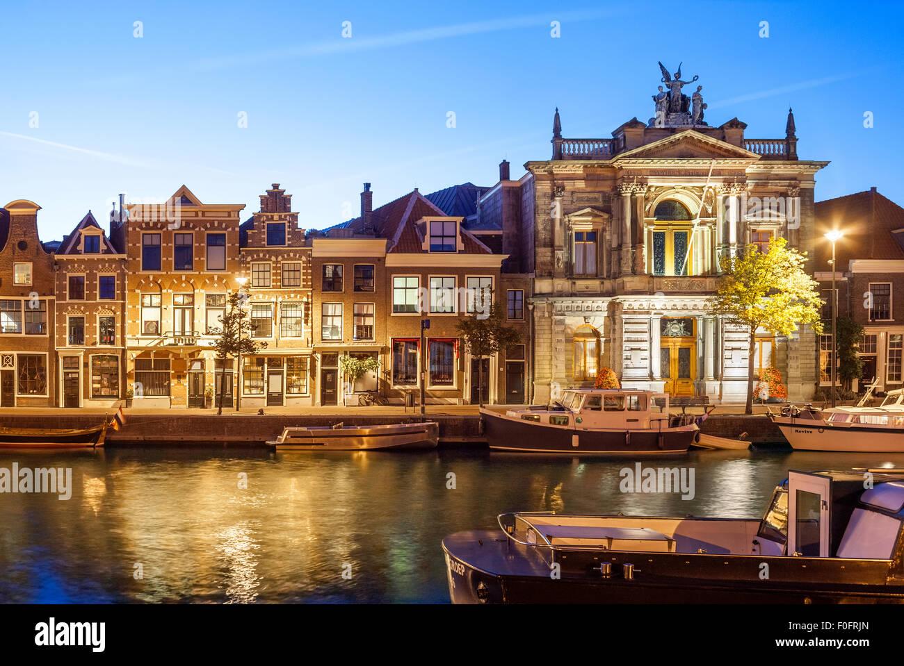 http://c7.alamy.com/comp/F0FRJN/haarlem-teylers-museum-and-spaarne-river-F0FRJN.jpg