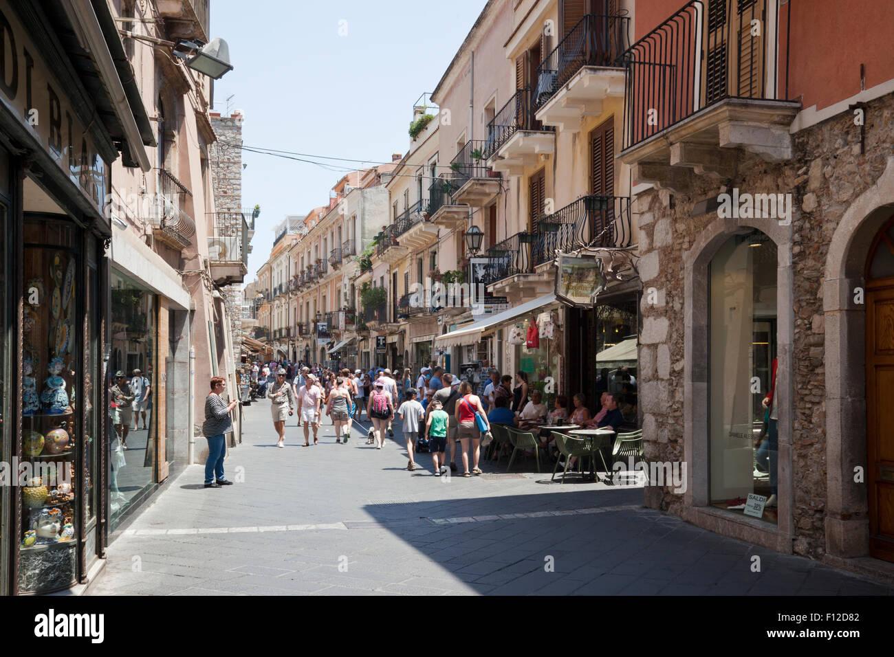 Corso umberto i the main street in taormina sicily italy for Corso arredatore d interni catania