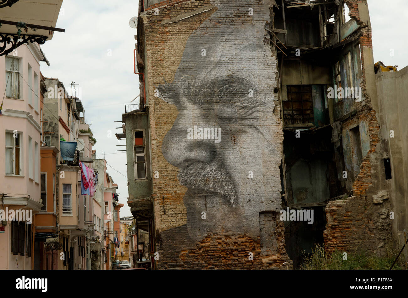wrinkles-of-the-city-street-art-istanbul