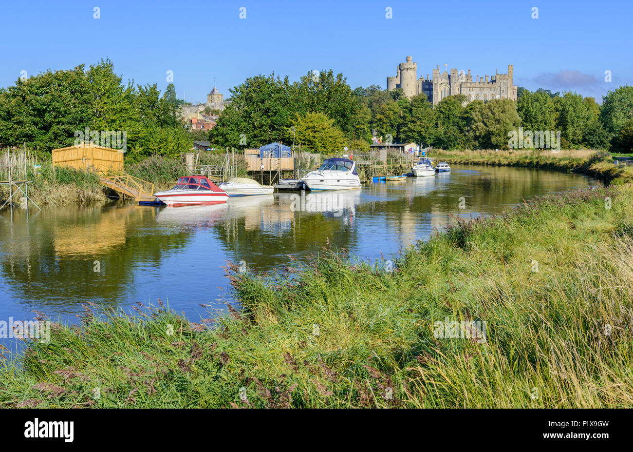 riverside-scene-with-boats-on-the-river-