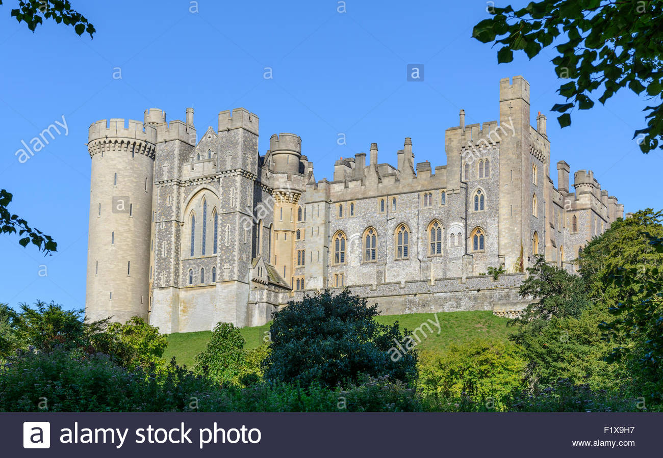 arundel-castle-with-greenery-in-the-fore