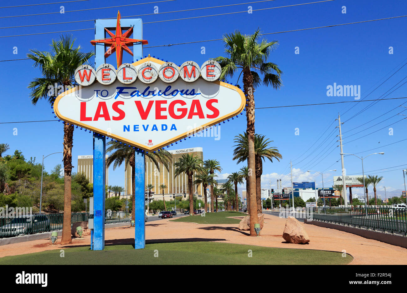 welcome-to-fabulous-las-vegas-sign-nevada-F2R54J.jpg