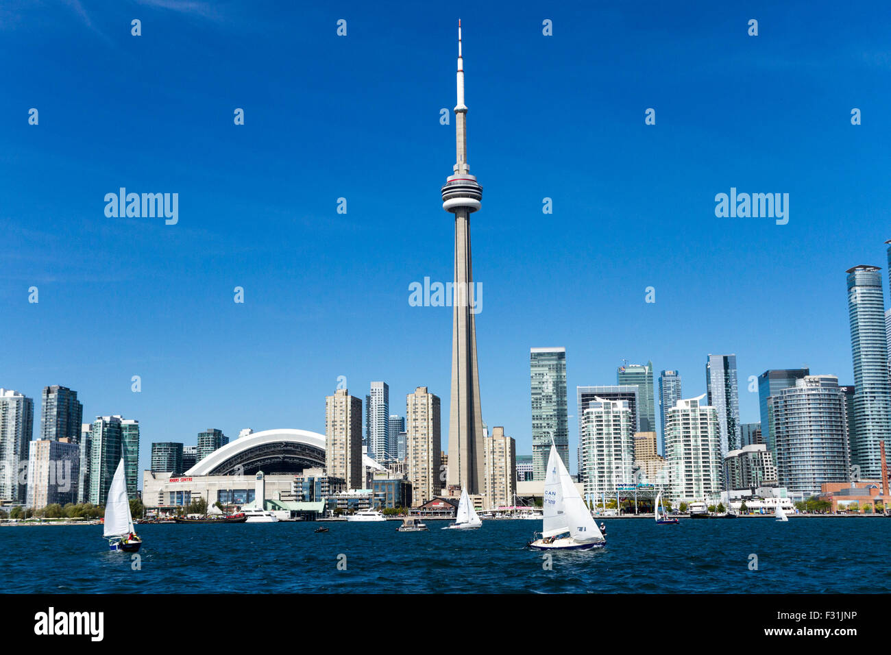 toronto-city-skyline-with-rogers-centre-