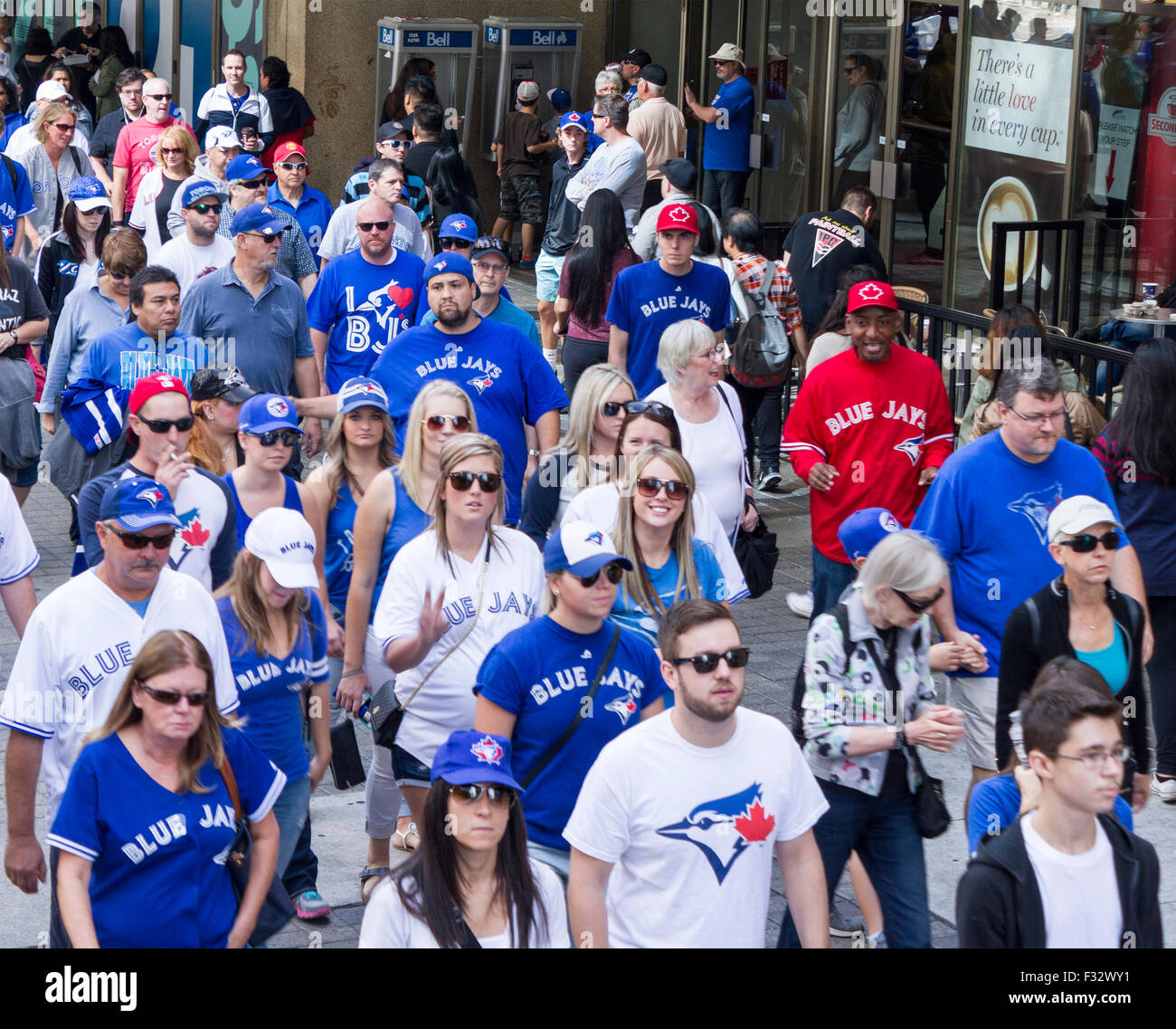 toronto-blue-jays-baseball-fans-head-to-