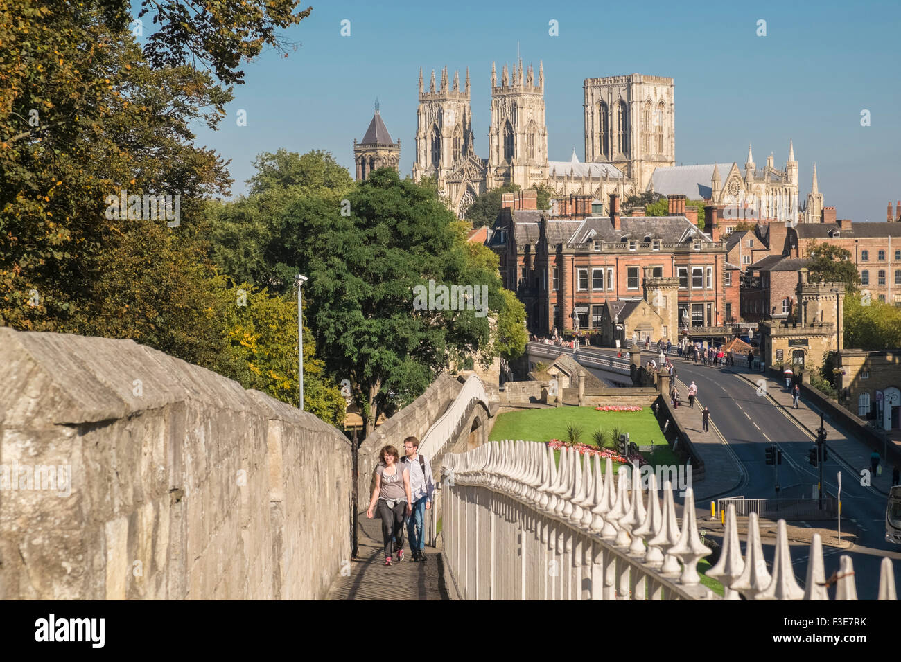 Iconic landmark of york minster viewed from medieval city for Iconic new york landmarks