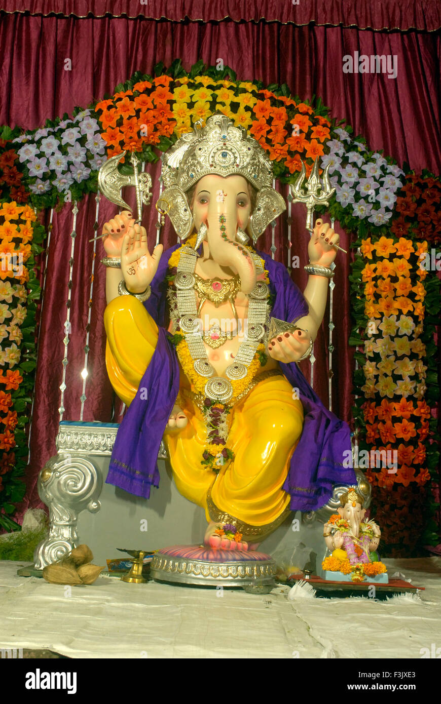 Idol of lord ganesh with simple decoration of artificial for Artificial flower decoration for ganpati