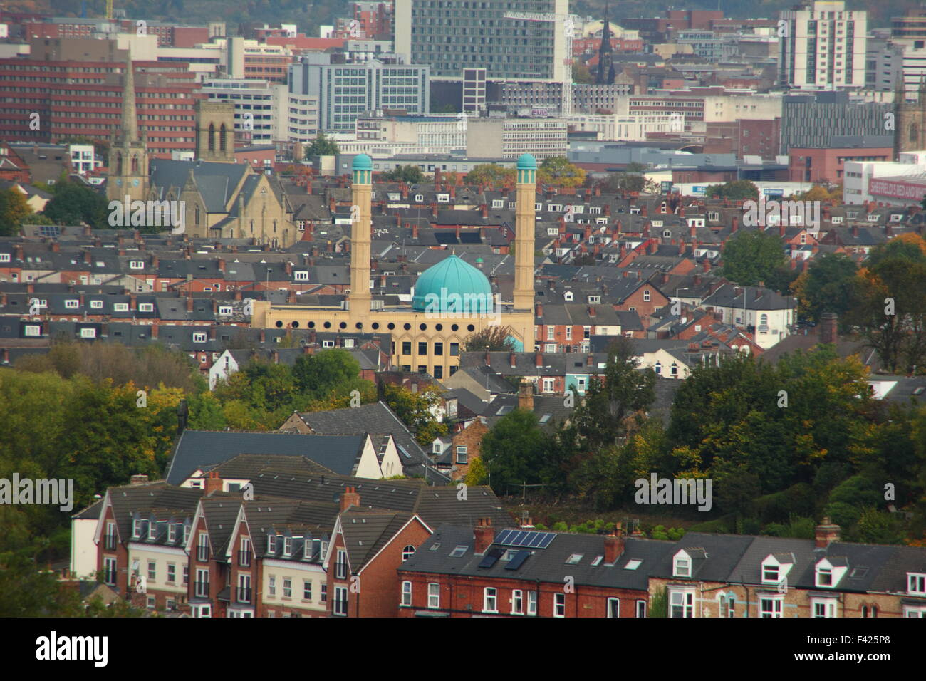 a-view-of-sheffield-city-skyline-featuring-the-blue-dome-of-madina-F425P8.jpg
