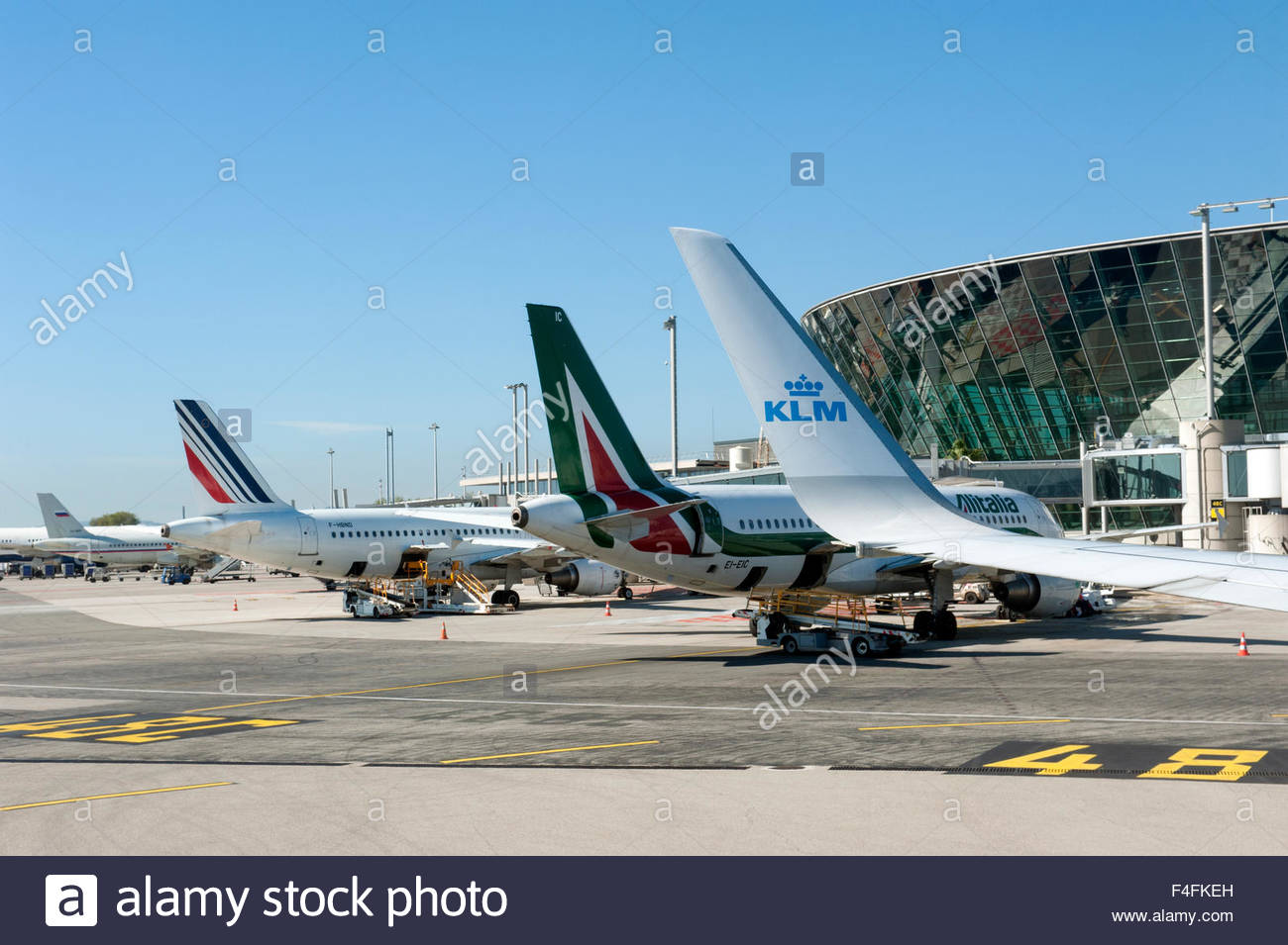 nice france aeroport nice cote d 39 azur aircraft of air france stock photo royalty free image. Black Bedroom Furniture Sets. Home Design Ideas