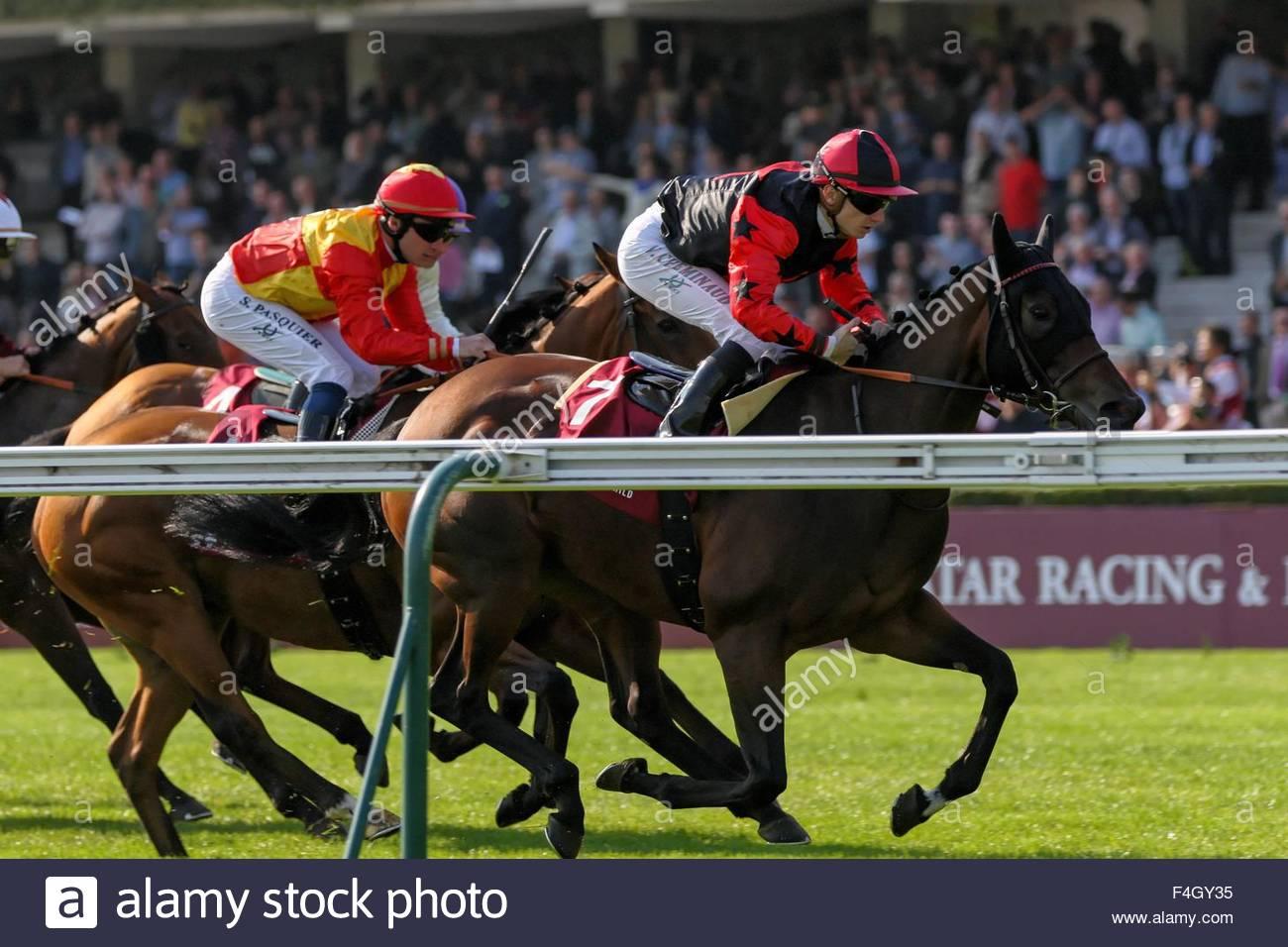 Paris, France. October 3rd, 2015. FRANCE, Paris: Jockeys get on horses during 94th Prix de l'Arc de Triomphe held Stock Photo