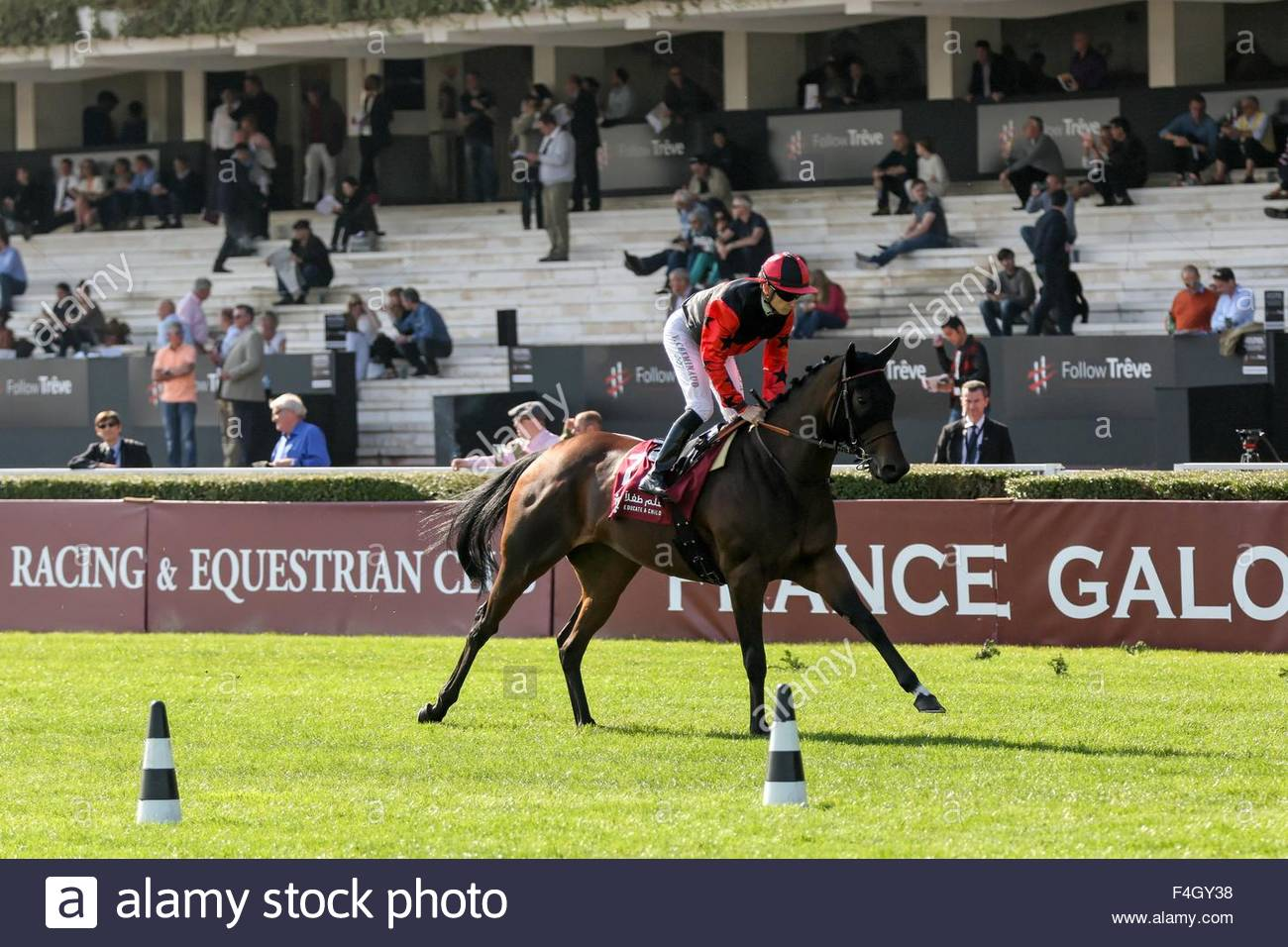 Paris, France. October 3rd, 2015. FRANCE, Paris: French jockey Vincent Cheminaud (C) wins Qatar Grand Handicap des Stock Photo