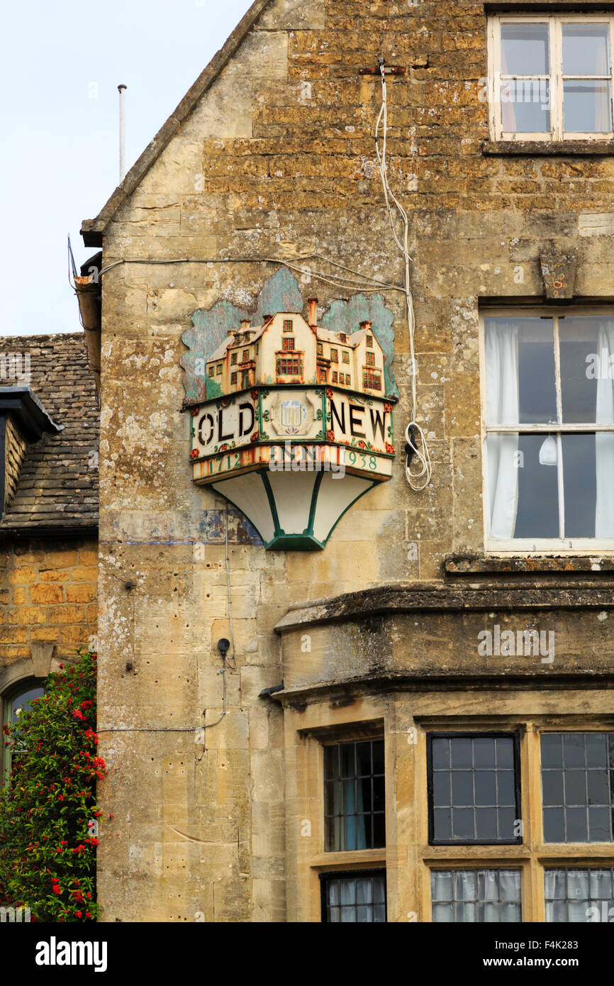 the-old-new-inn-bourton-on-the-water-cot