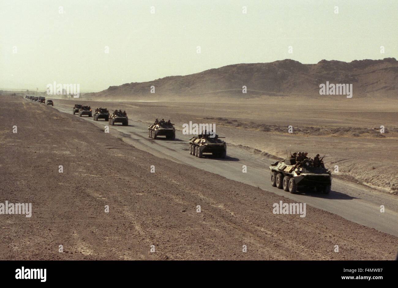 Soviet Afghanistan war - Page 6 Afghanistan-the-soviet-military-technics-on-road-to-kandahar-F4MWB7