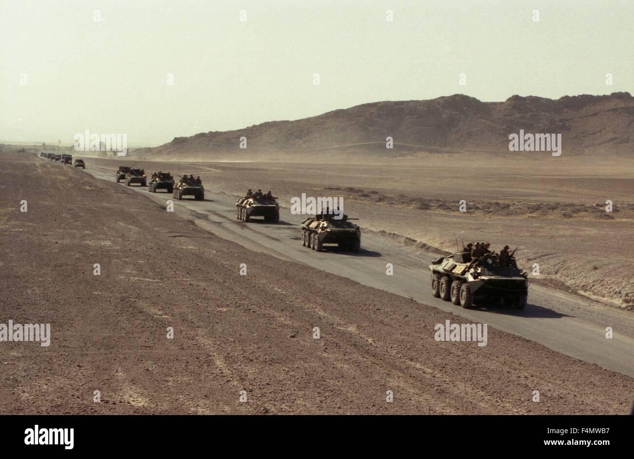 Soviet Afghanistan war - Page 6 Afghanistan-the-soviet-military-technics-on-road-to-kandahar-F4MWB7