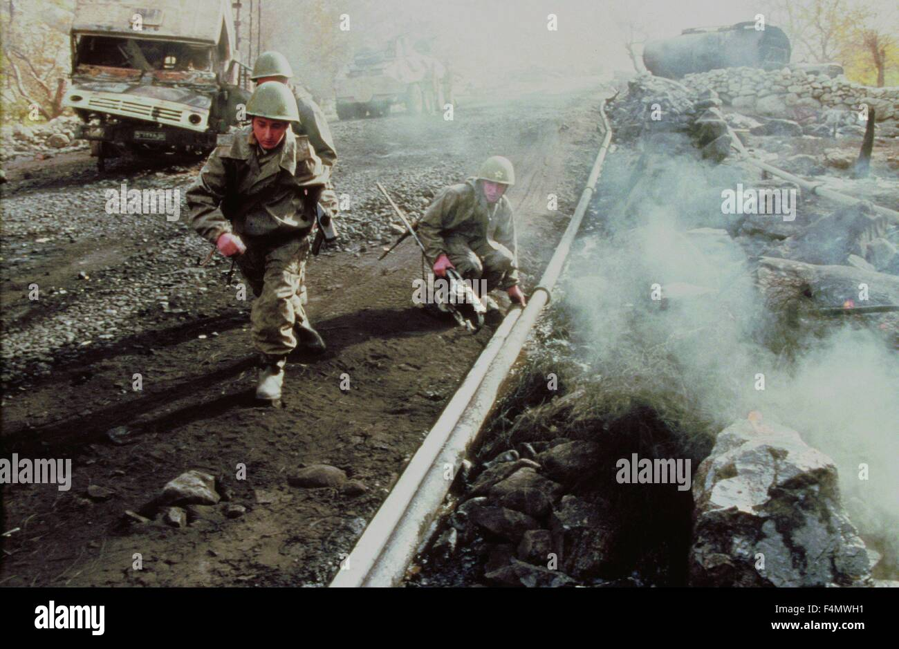 Soviet Afghanistan war - Page 6 Afghanistan-crossing-the-salang-tunnel-F4MWH1