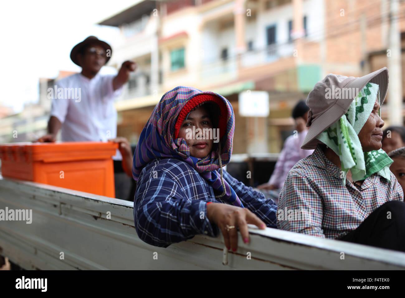 woman-on-pickup-truck-in-sisophon-cambod