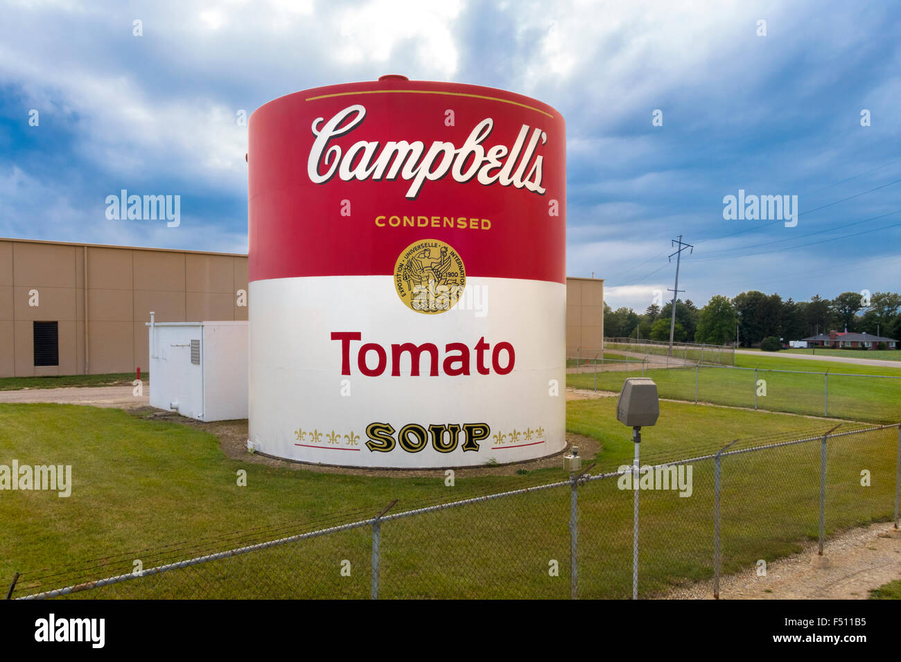 http://c7.alamy.com/comp/F511B5/giant-tomato-soup-can-outside-campbells-soup-supply-co-factory-in-F511B5.jpg
