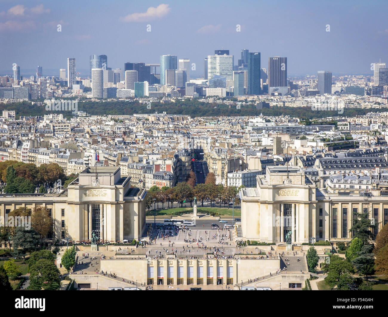 palais-de-chaillot-and-business-district