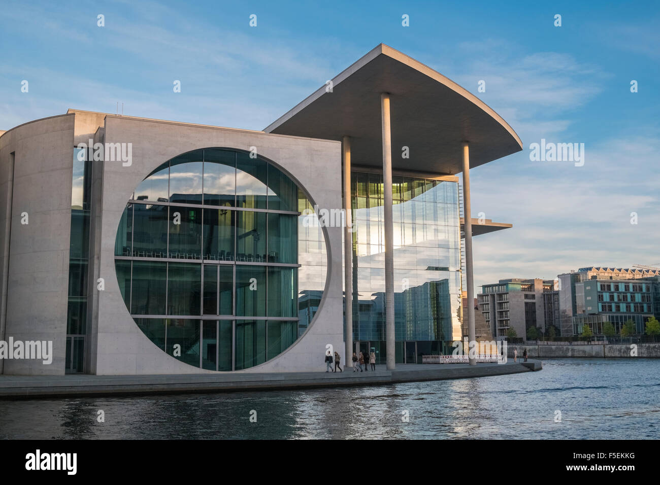 modern-architecture-of-the-chancellery-b