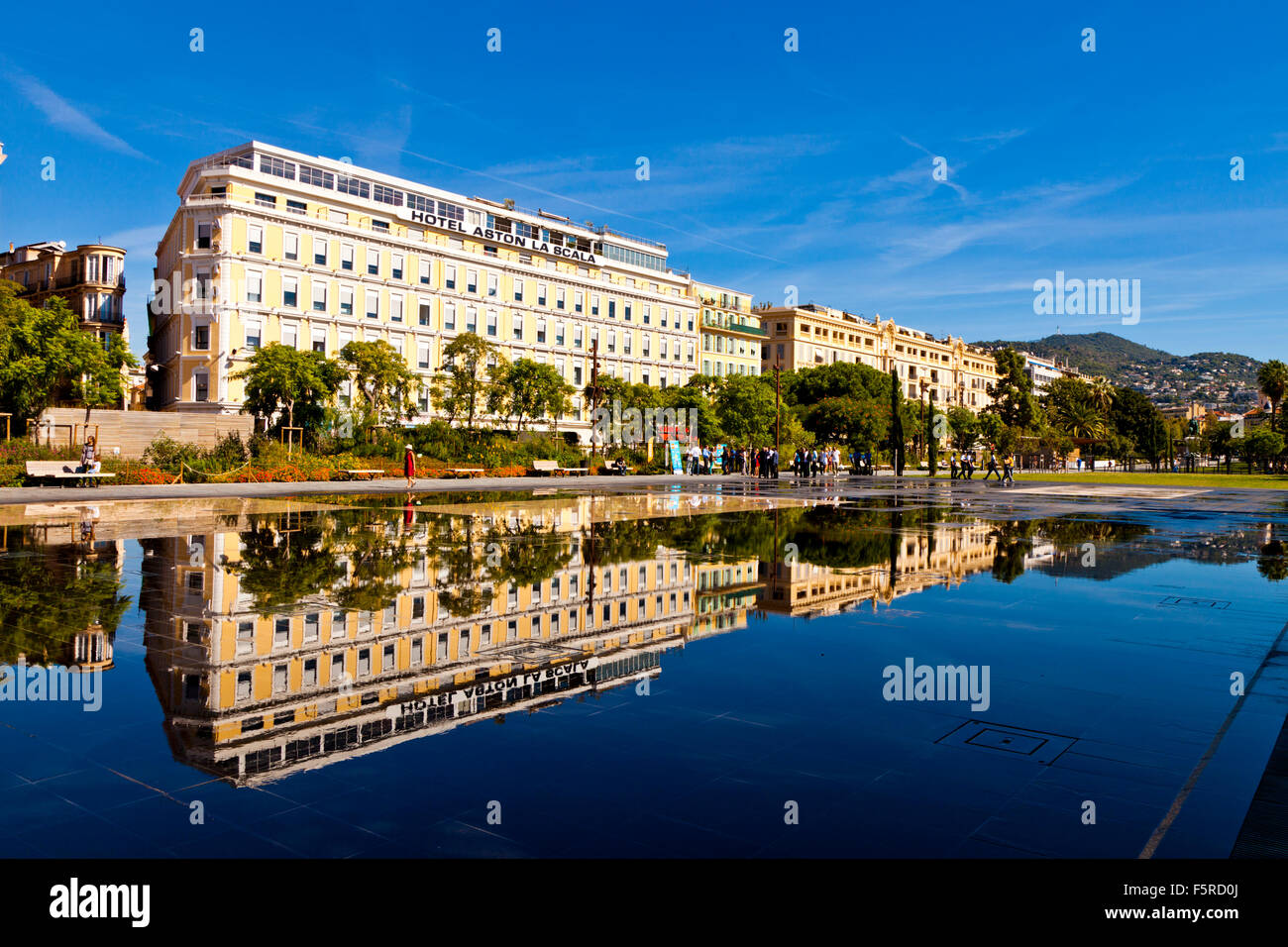 Hotel aston la scala reflected in the miroir d 39 eau nice for Miroir coiffure st augustin