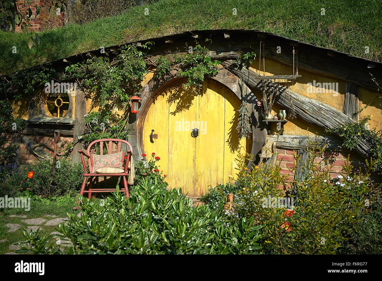Yellow Door To A Hobbit Hole Hobbiton Movie Set New