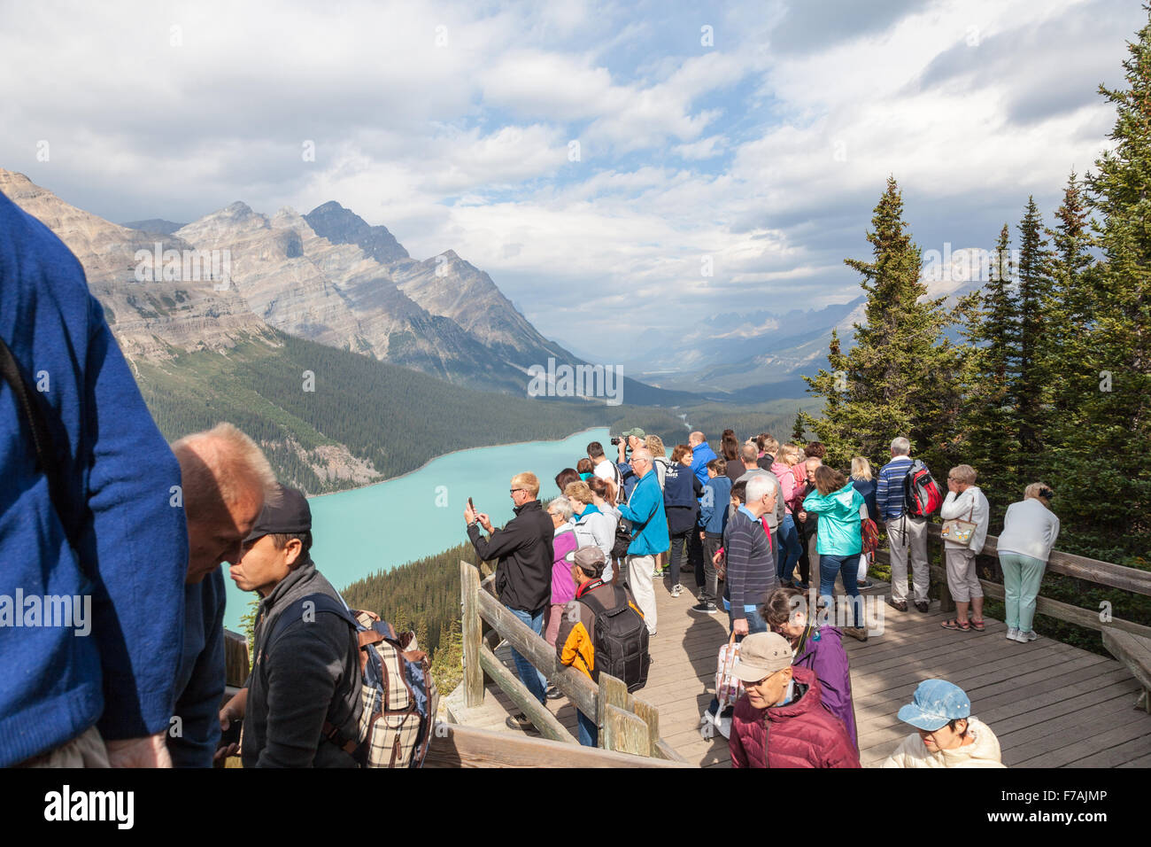 tourists-at-peyto-lake-a-glacier-fed-lak
