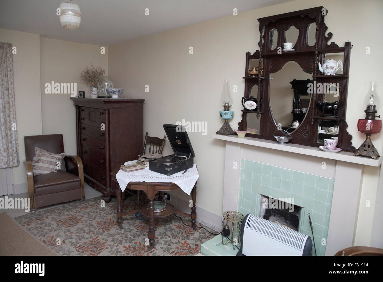 Old Fashioned Living Room British 1950s Style Stock Photo