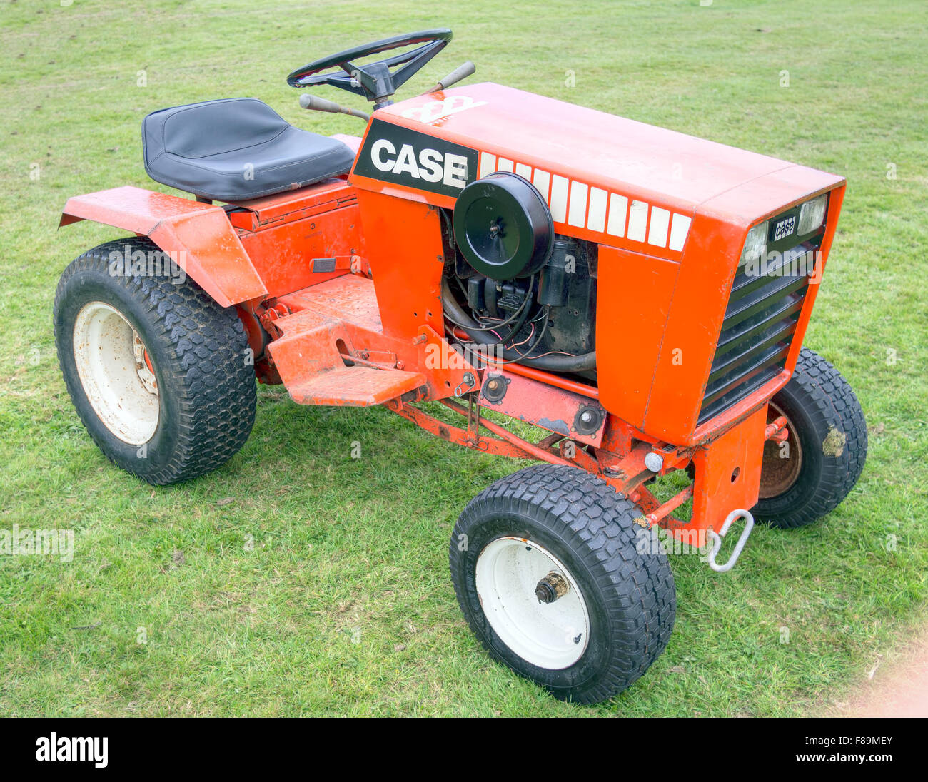 J i case 222 garden tractor outdoors for Garden machinery for sale
