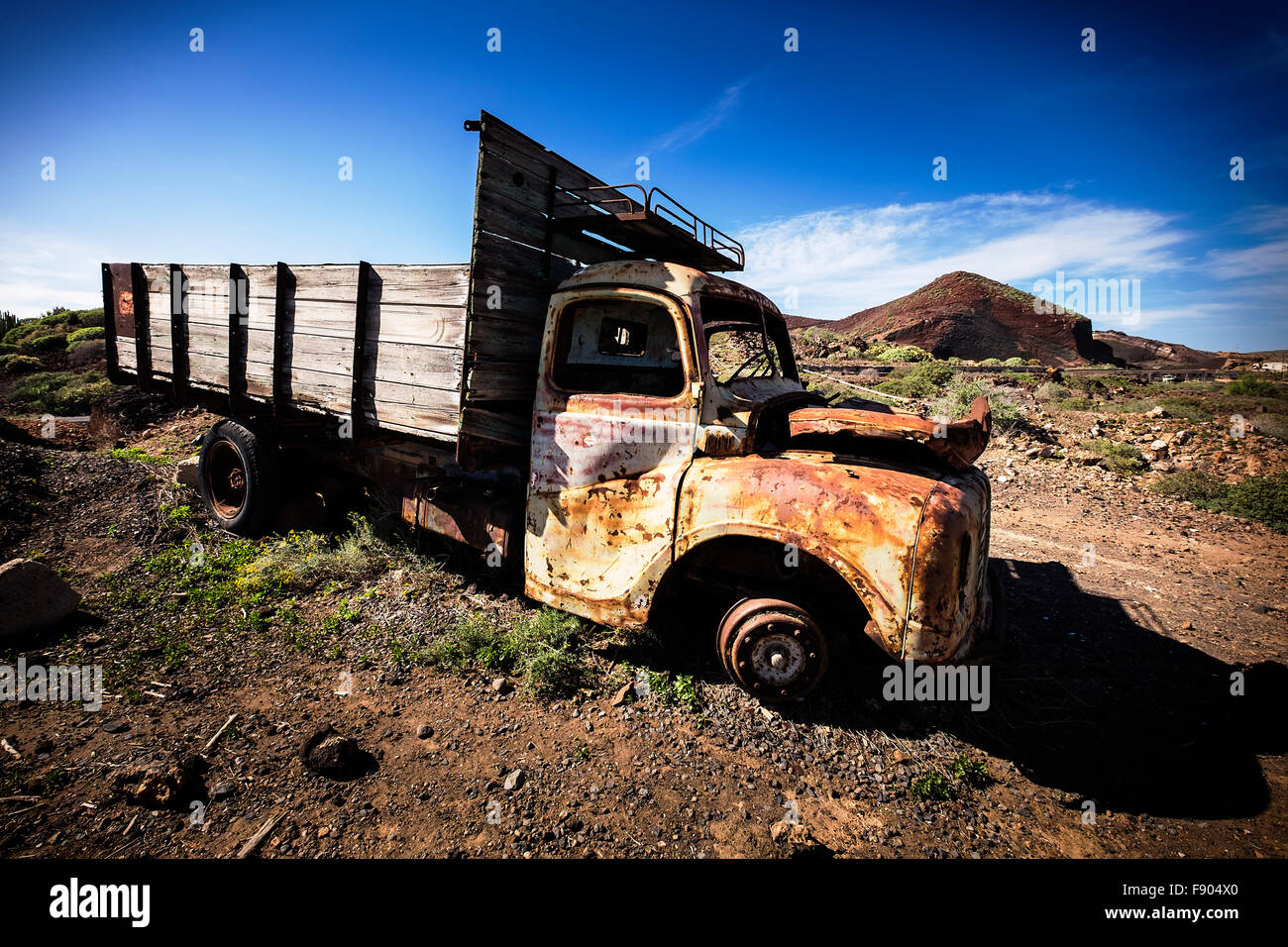 old-truck-abandoned-on-a-finca-near-palm