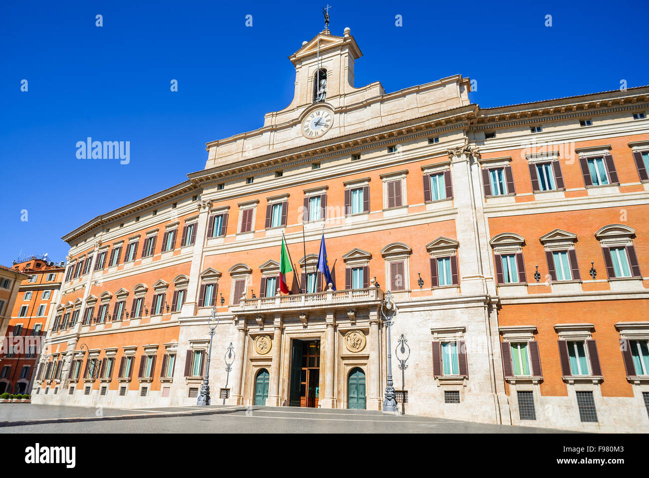 Palazzo montecitorio is a building in rome where the seat for Parlamento sede