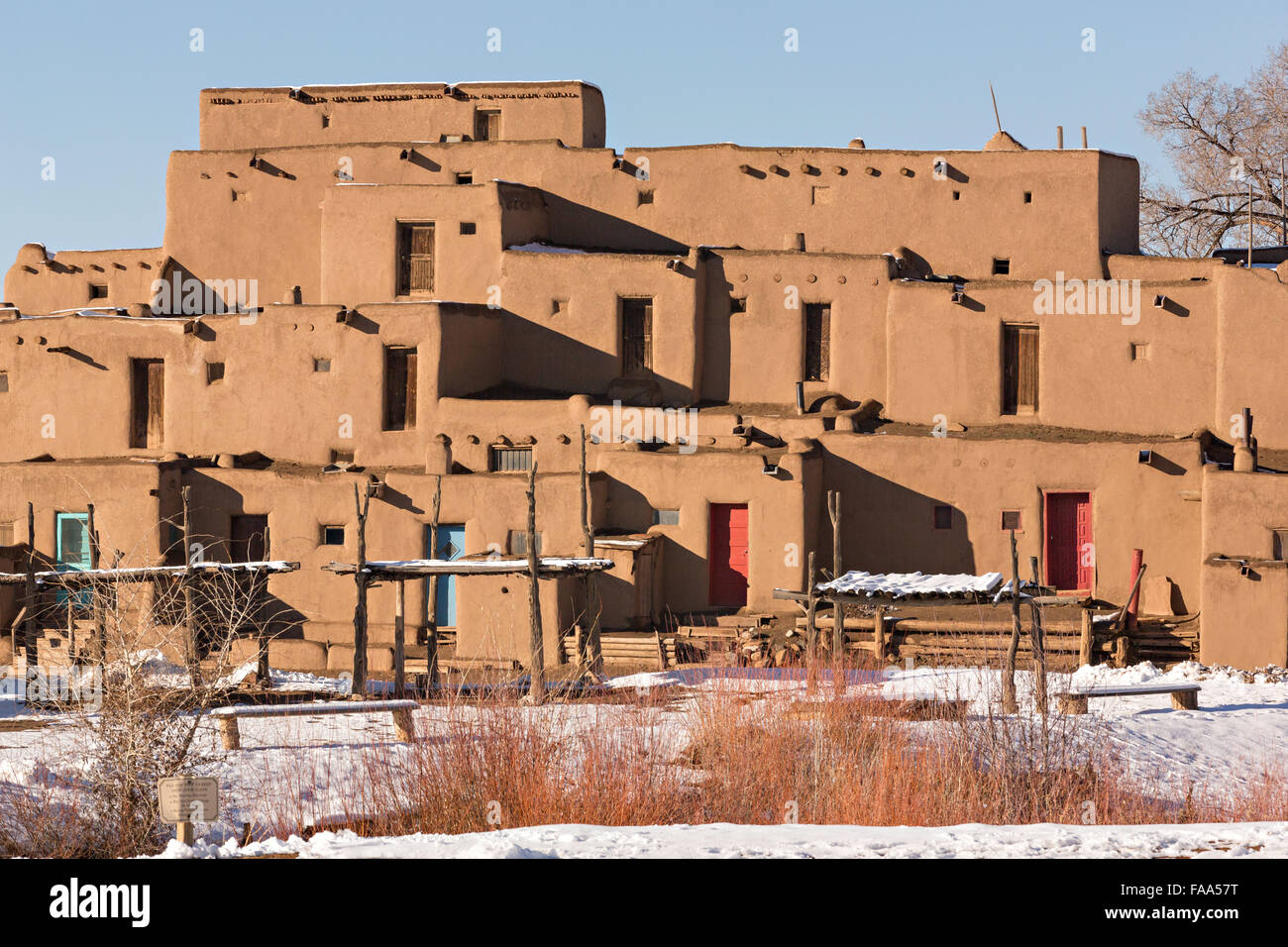 Ancient adobe homes in the ancient native american taos for Pueblo home builders