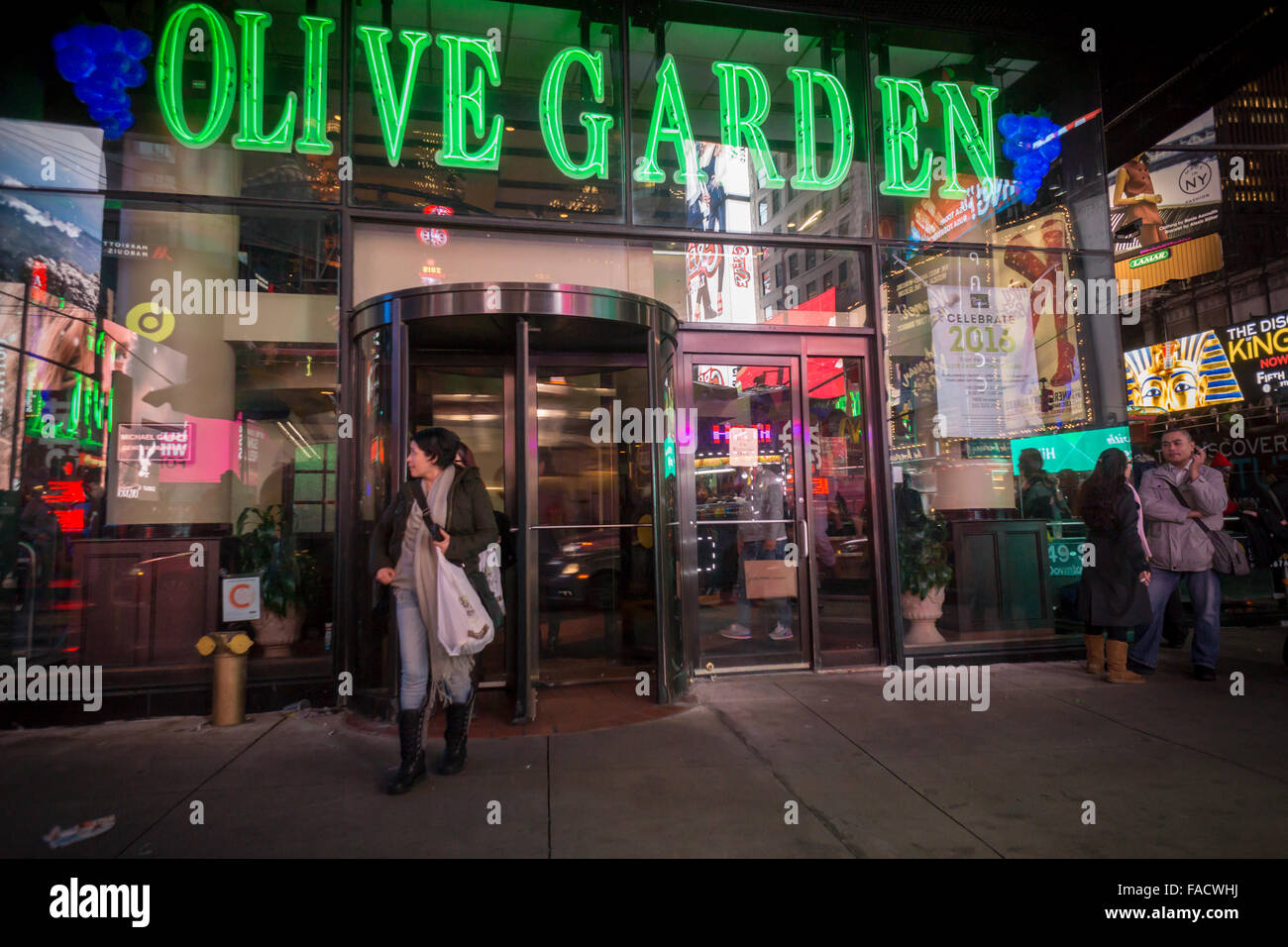 An olive garden restaurant in times square in new york is Olive garden italian restaurant new york ny