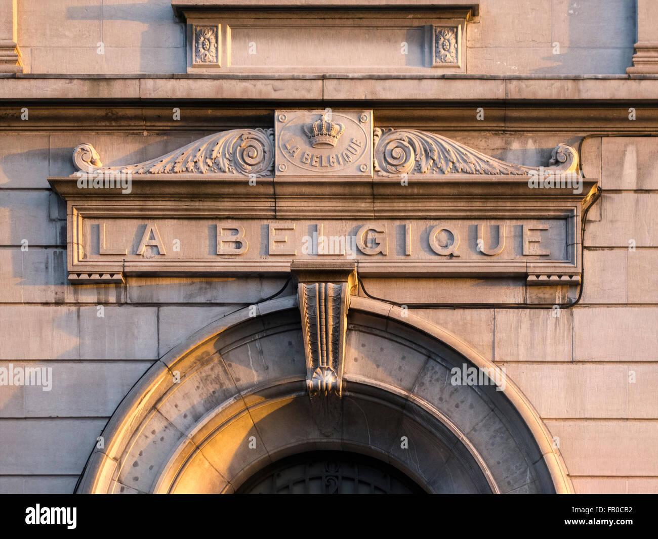 sign-belgium-crowned-inscription-la-belg