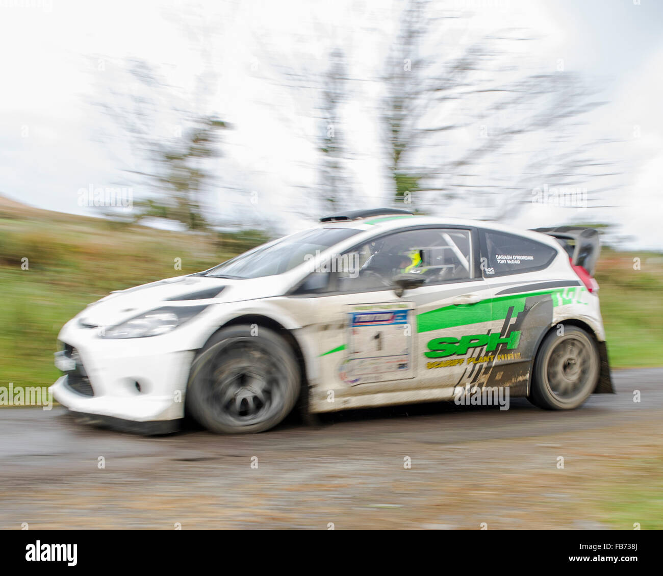a-rally-car-participating-in-the-2015-fa