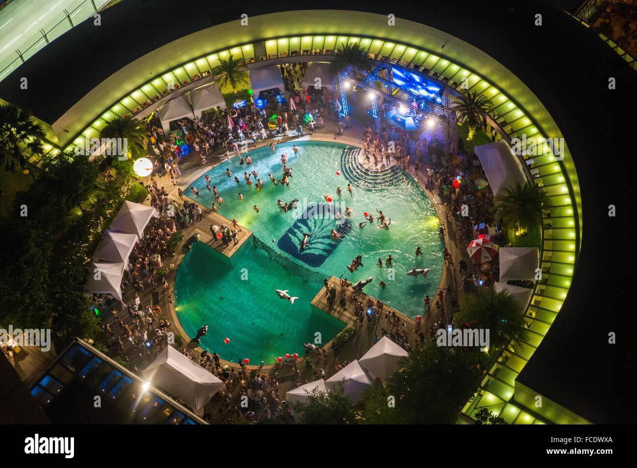 Party at swimming pool pan pacific hotel singapore - Pan pacific orchard swimming pool ...