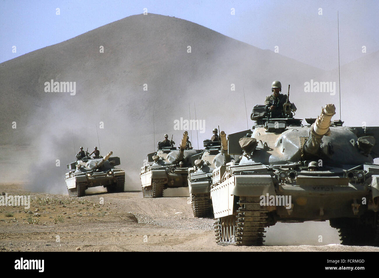 http://c7.alamy.com/comp/FCRMGD/iranian-army-tanks-on-military-exercise-in-the-desert-near-persian-FCRMGD.jpg