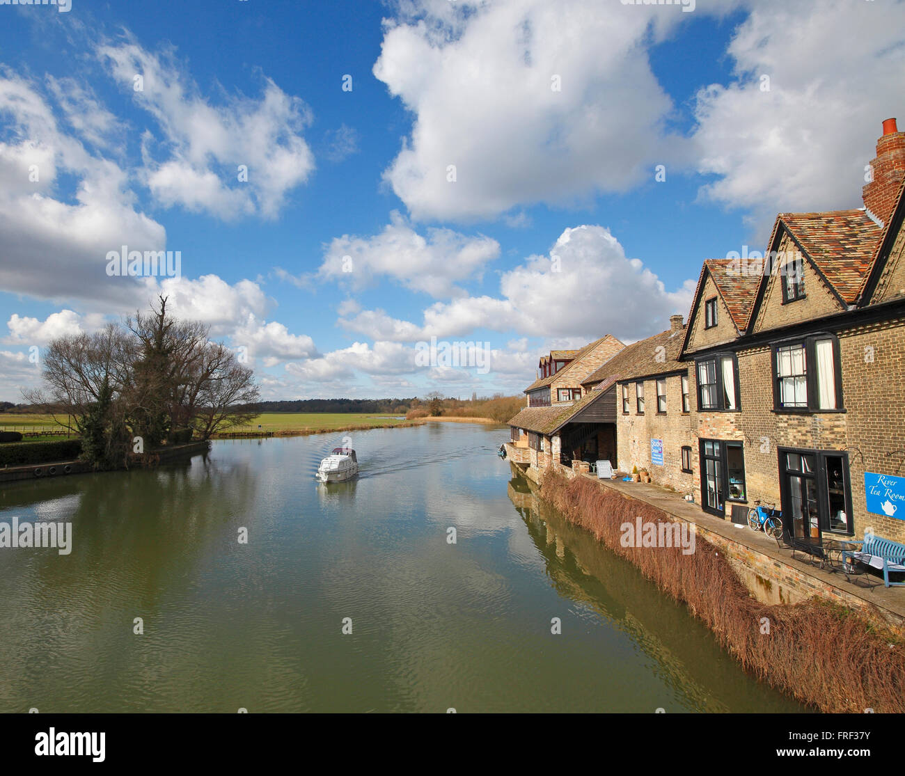 pleasure-boat-on-river-great-ouse-st-ive