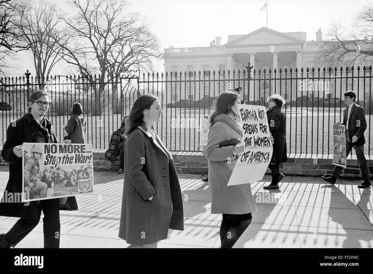 notes on anti vietnam war protests The anti-war movement of the 1960s ultimately contributed to ending the vietnam war, and it also opened up a major ideological divide in america the dubious motives for the war in vietnam incited .