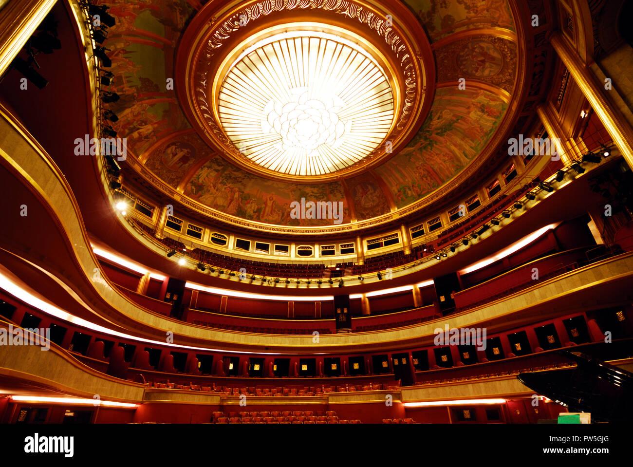 Th tre des champs lys es paris inside view of - Comptoir des cotonniers champs elysees ...