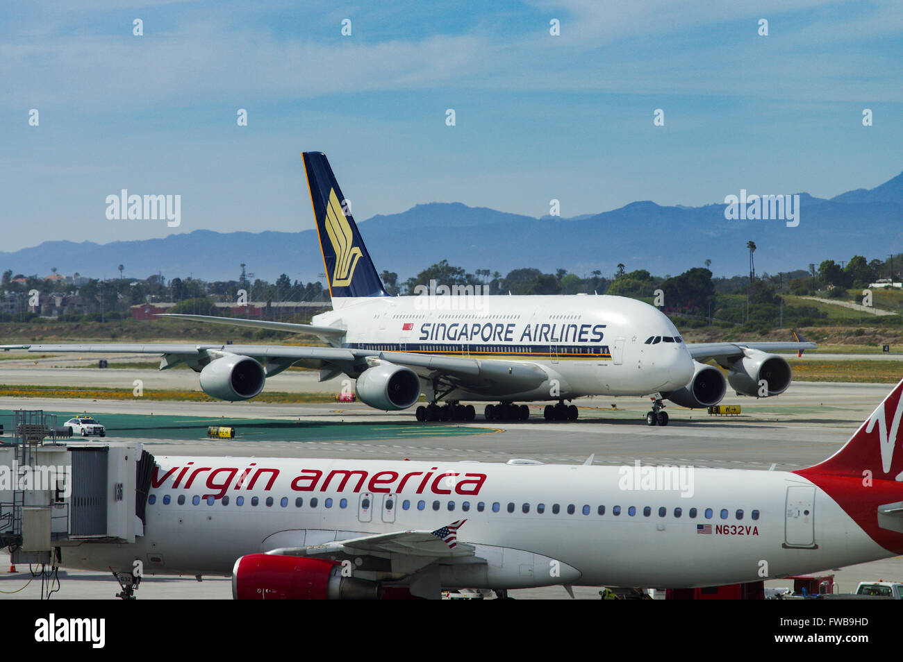 Virgin america a320 with singapore airlines a380 in the for Singapore airlines sito italiano